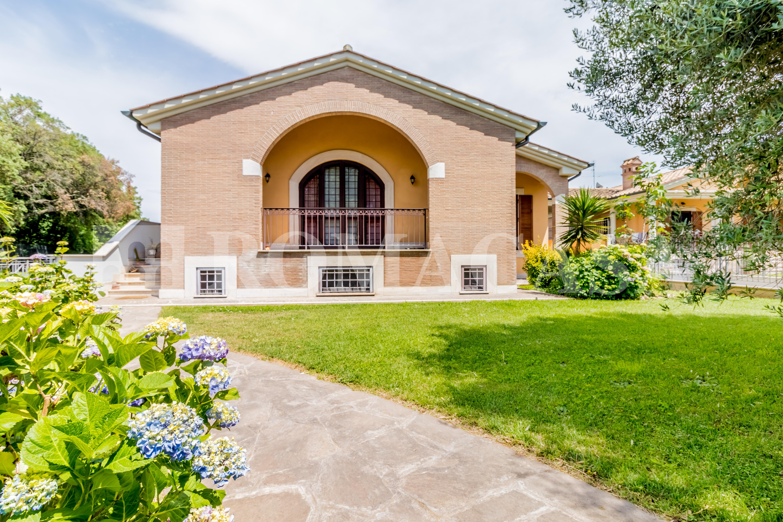 Esterno Giardino Villa EUR Vallerano - ROMACASA