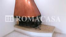 Dettaglio Camino Appartamento Castel di Leva - ROMACASA