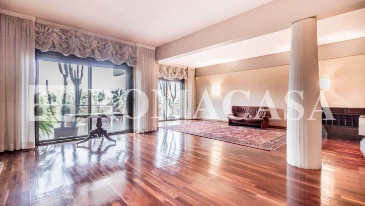 EUR – LAGHETTO – VIALE EGEO – Prestigioso Appartamento di Rappresentanza – Ristrutturato