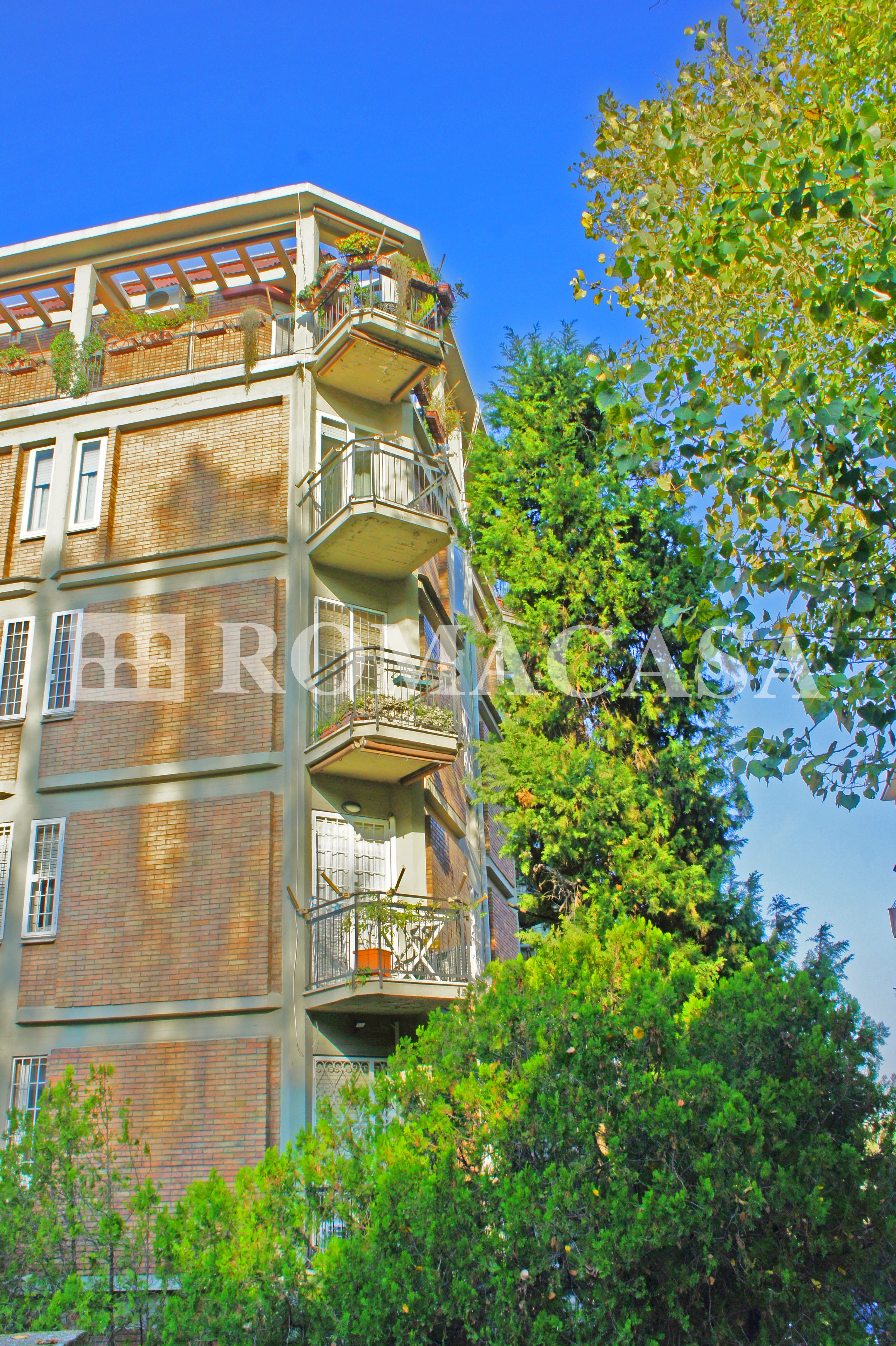 Esterno Stabile  Appartamento EUR - ROMACASA