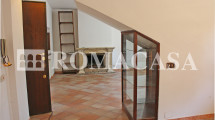 Dettaglio Sala con Camino Villino Grottaferrata - ROMACASA