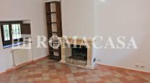Sala con Camino Villino Grottaferrata - ROMACASA