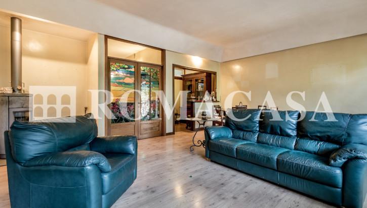EUR – VIA DEL TIBET – Villa di prestigio su 3 livelli