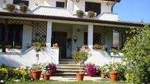 ARDEA – VIA AGRI – Splendida Villa di 270 mq + Villino di 50 mq – Giardino di 1.500 mq